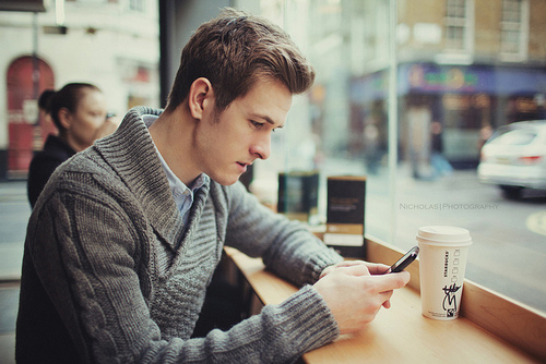 New Jersey Singles Reviews 5 Signs You're a Clingy Texter